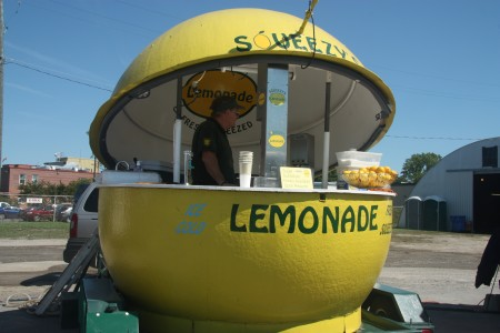 Picture of a lemonade stand giving away free samples to help a successful funded start-up get some real free users