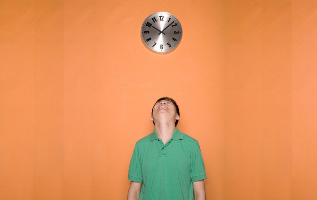Picture of a man looking at a clock having saved time by applying the 80/20 rule