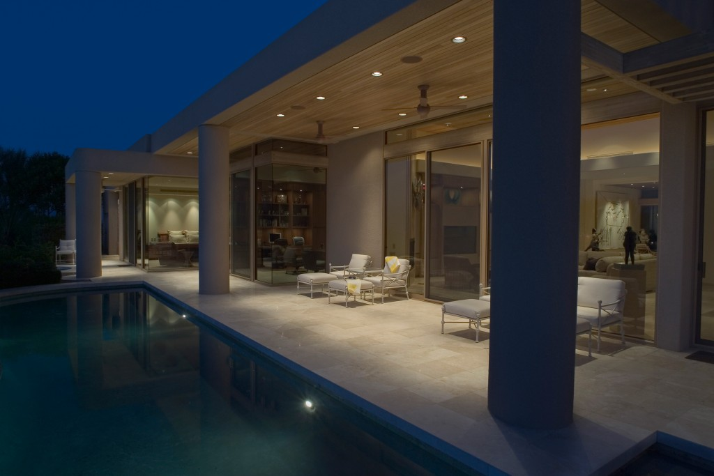 Picture of a stunning home with a swimming pool to show the 4 Pillars of online marketing